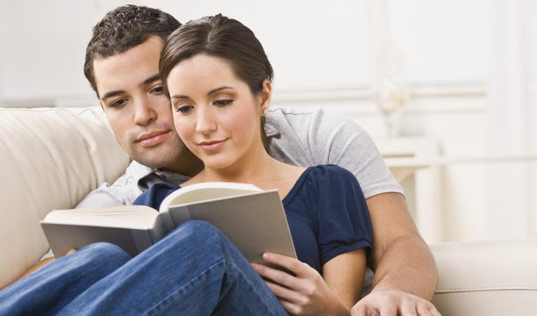 Hombre Matrimonio Biblia : Las parejas que asisten a la iglesia juntos son más
